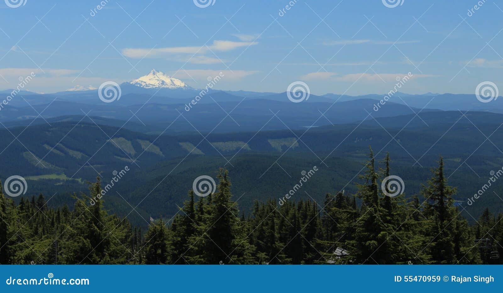 Mount Jefferson scenic view