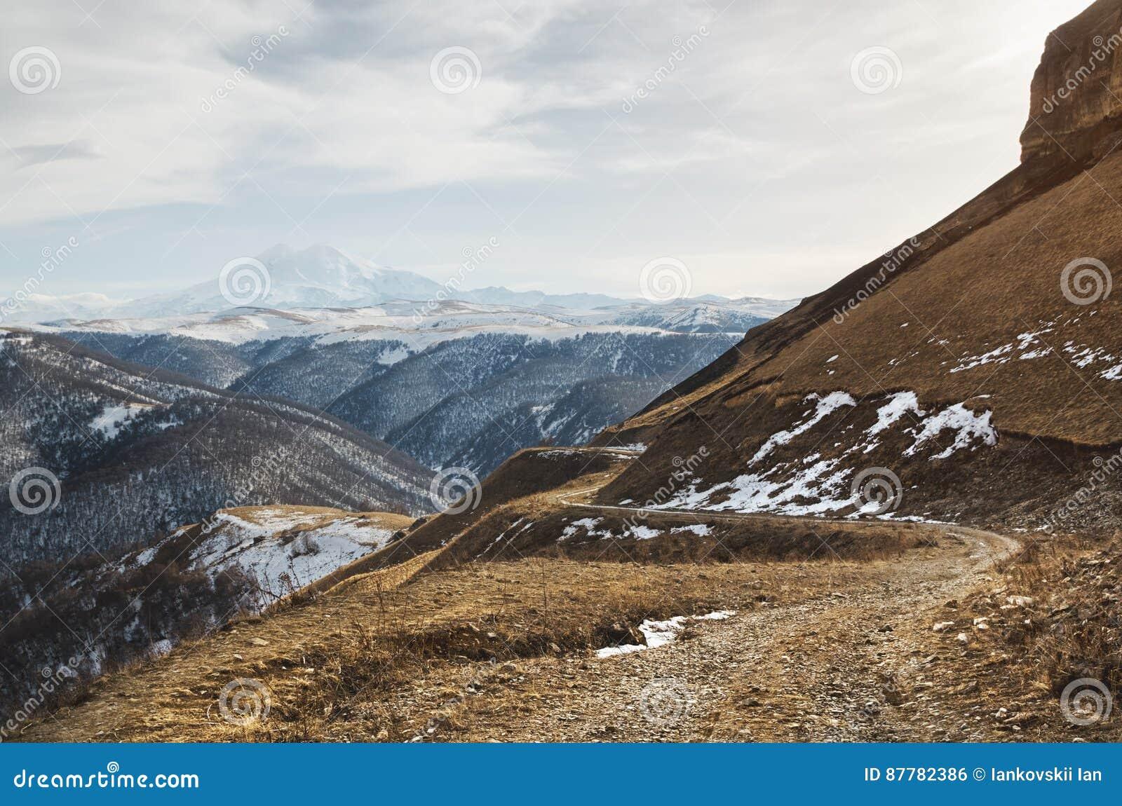 Where is the volcano Elbrus 77