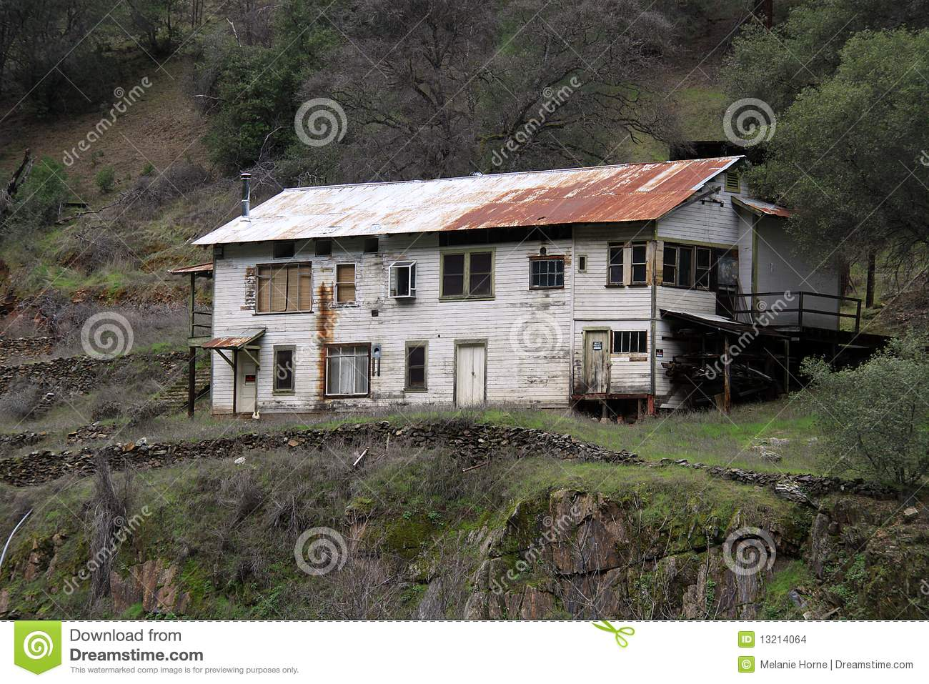 Mountain shack house stock images image 13214064 for Shack homes
