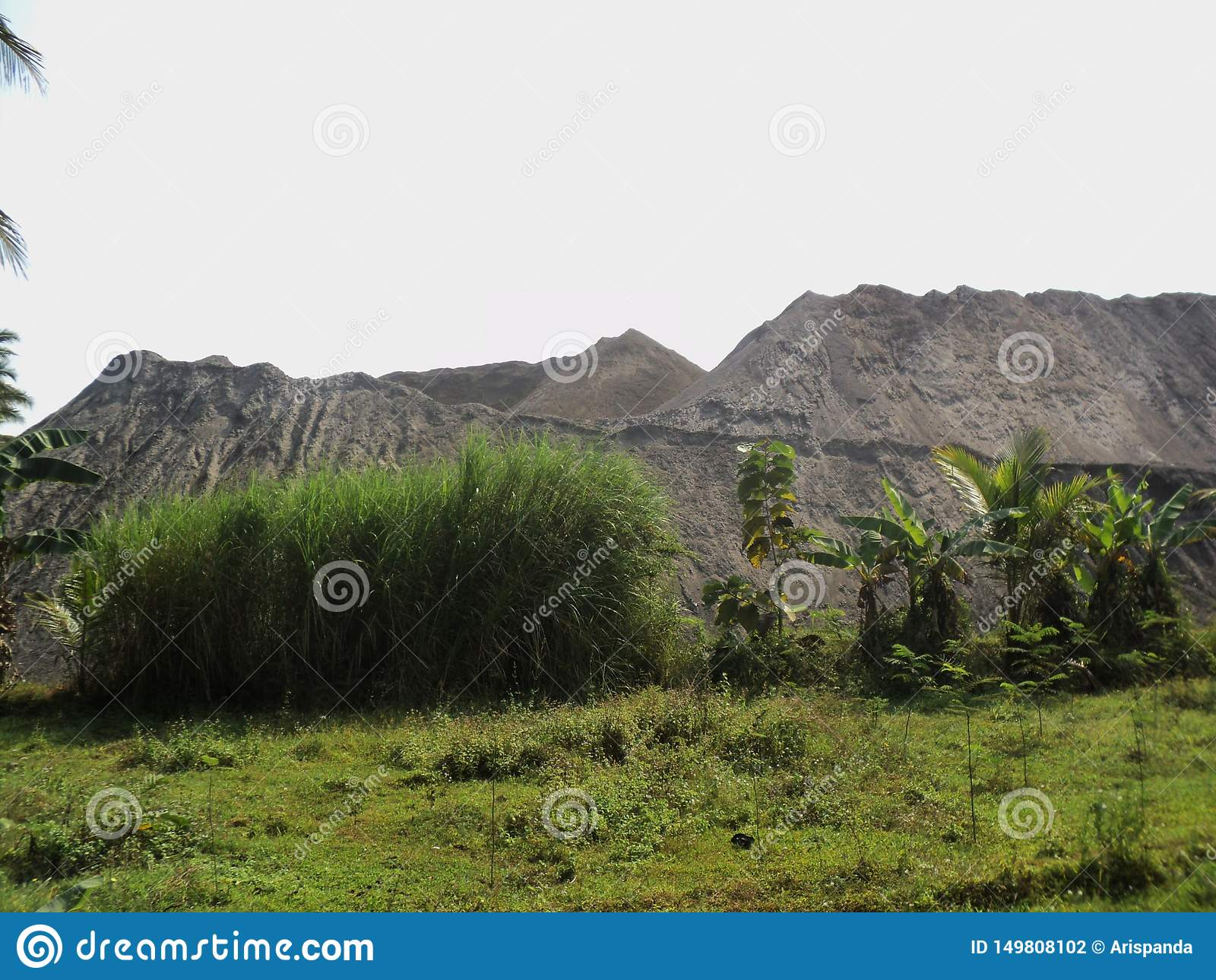 Mountain-shapehigh mountain stacks of mountain sandd sand pile