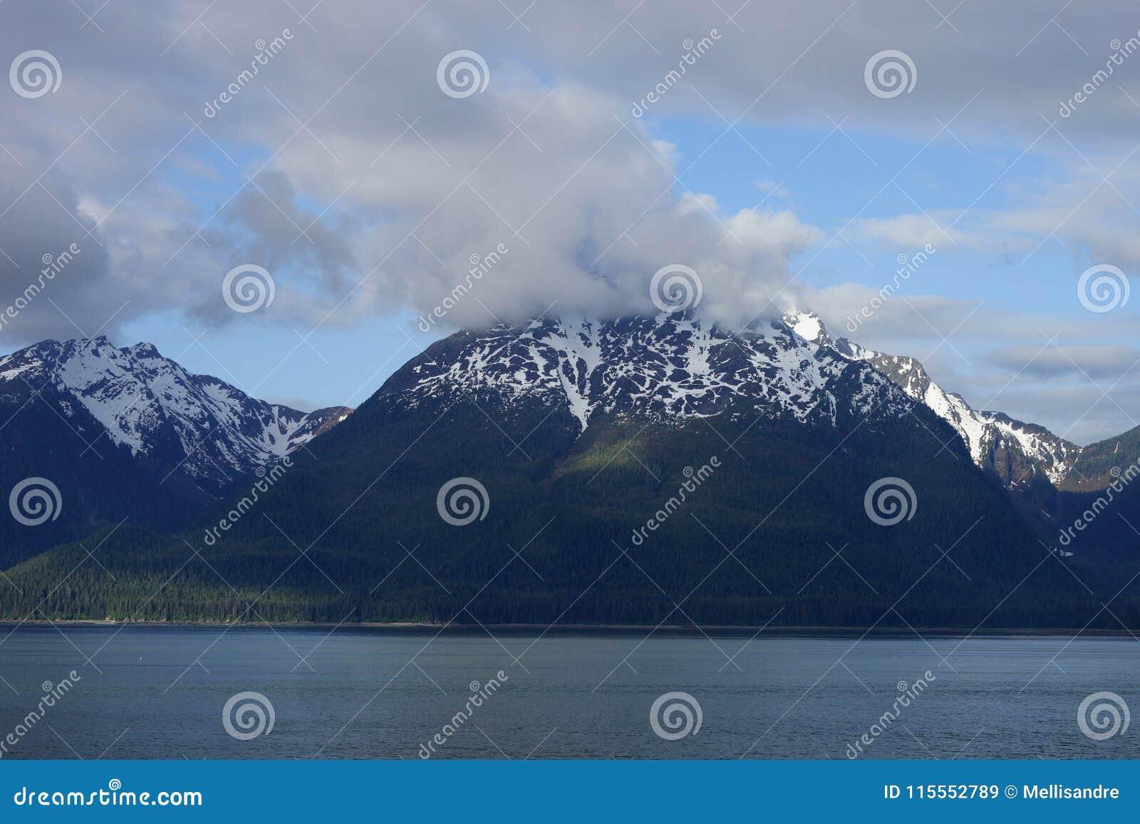 Mountain View neve-tampado Alaskan da água