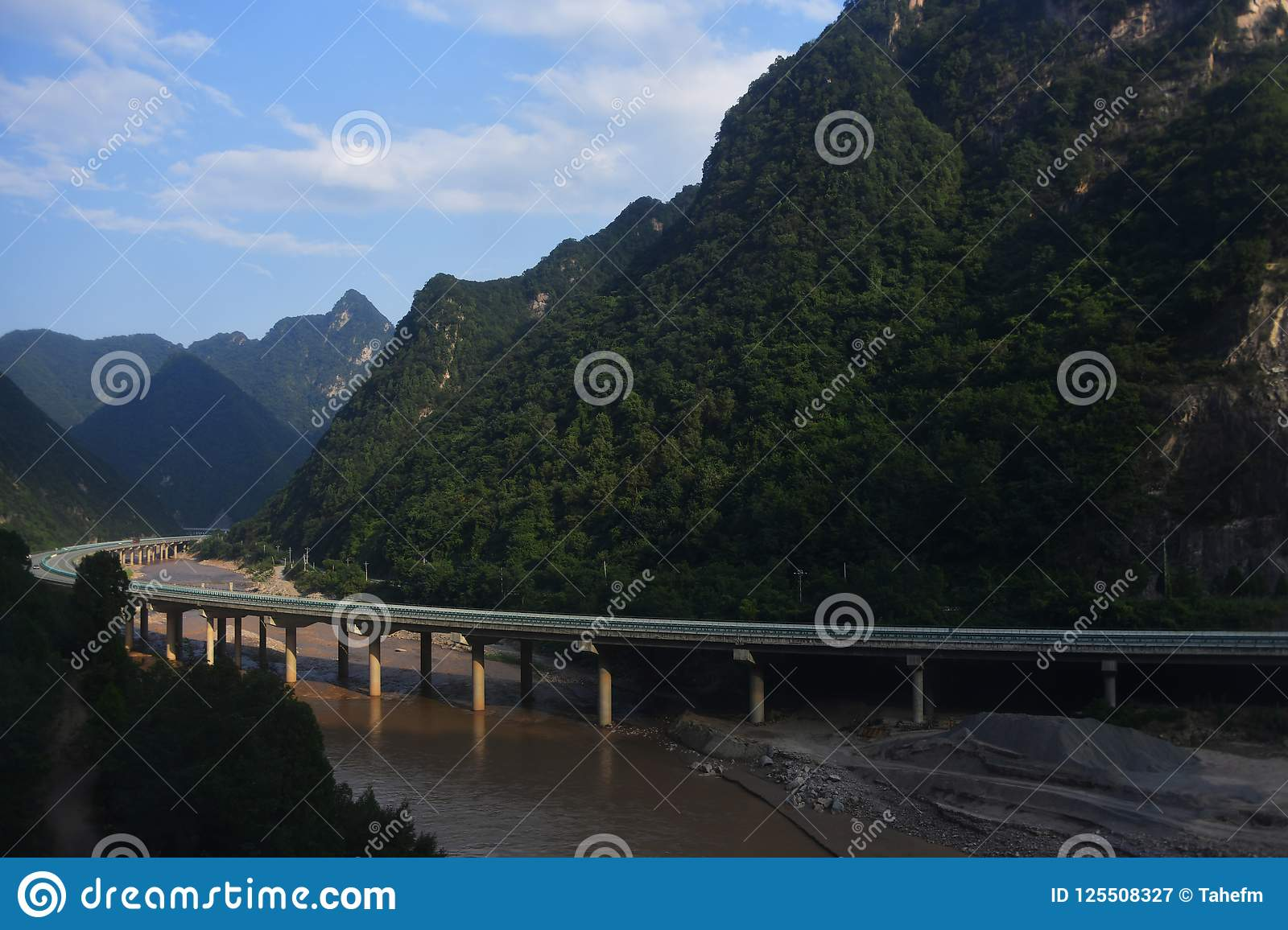 Qinling Mountains: scenery on the north south boundary of China