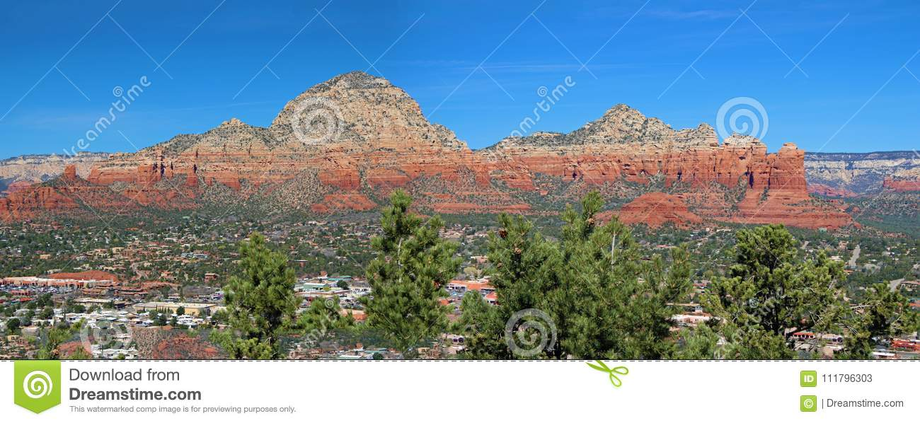 Mountains and red rocks of Sedona, AR