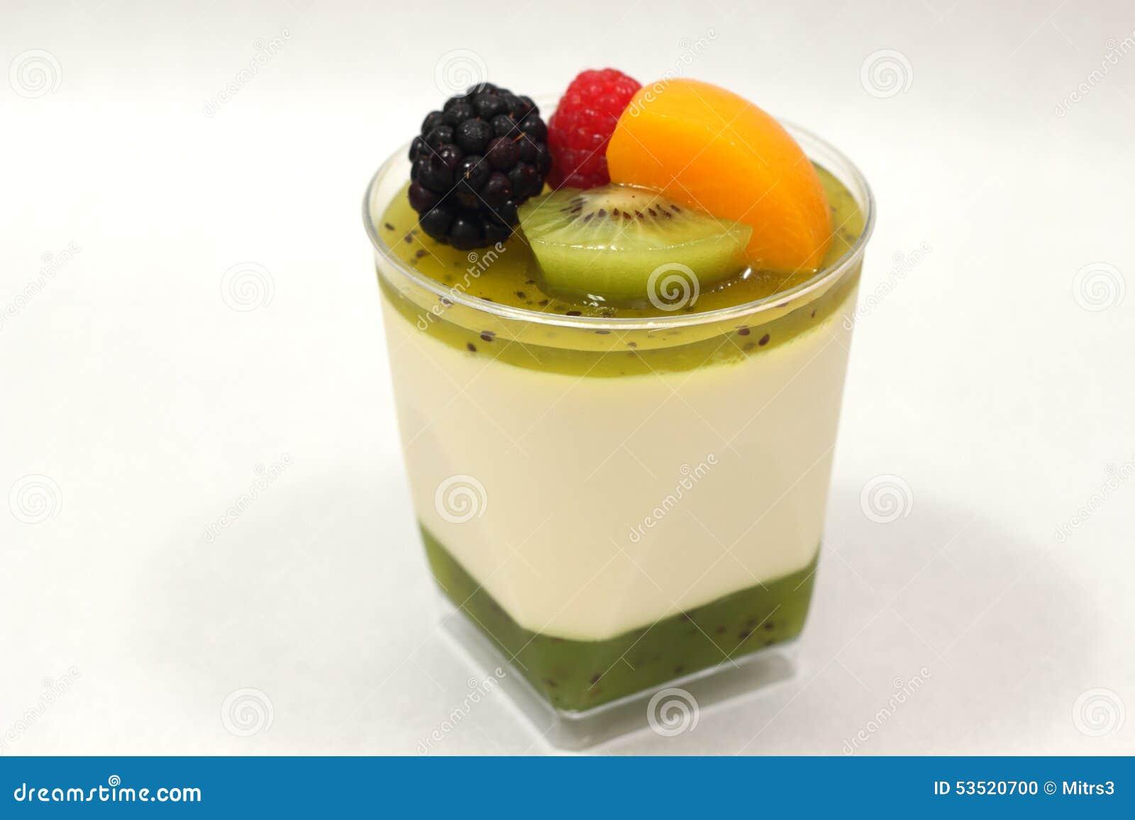 Mousse et kiwi de dessert avec le mixedfruit