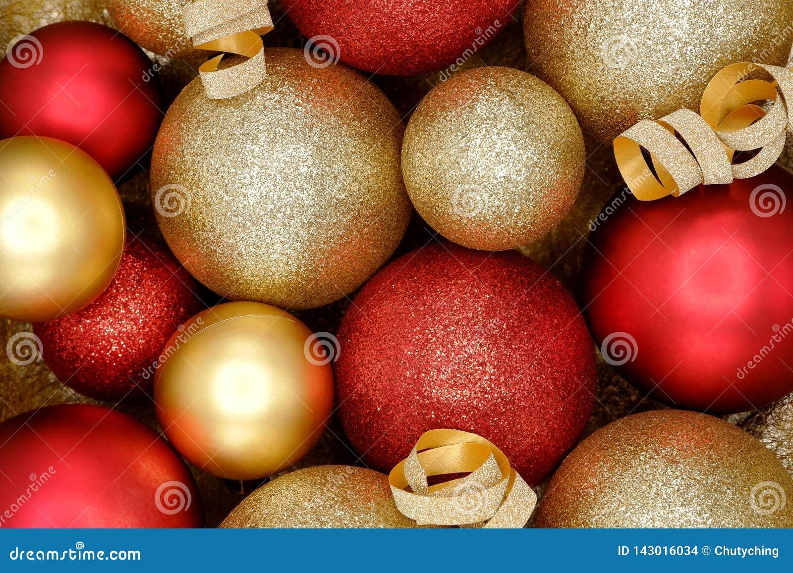 Moussera röd och guld- julprydnadbakgrund