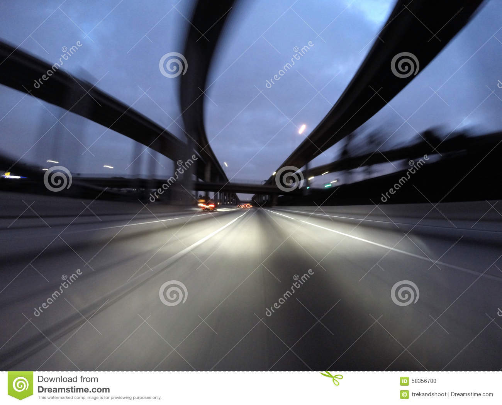 Mouvement d échange d autoroute de nuit