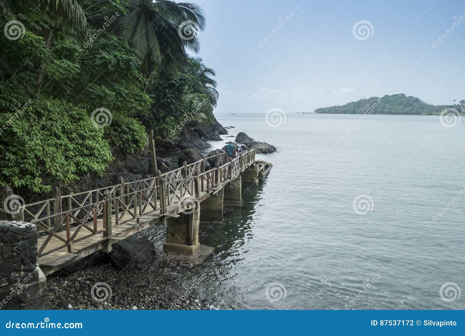 Mova para barcos na ilha tropical de São Tomé África