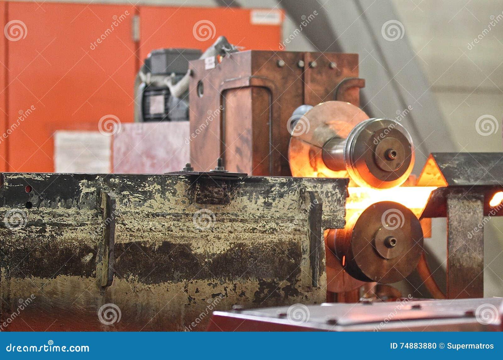 Movendo a haste de metal caloroso