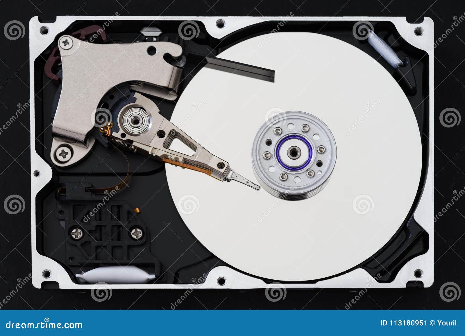 Movimentação de disco rígido com tampa removida, hdd dentro da vista lisa, eixo, braço de atuador, cabeça de leitura/gravação, ba