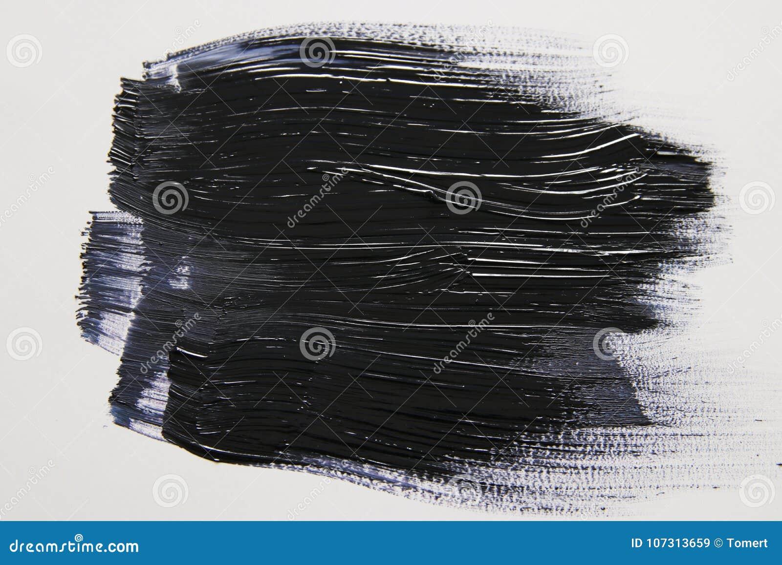 Movimiento negro del cepillo de la acuarela sobre el fondo blanco