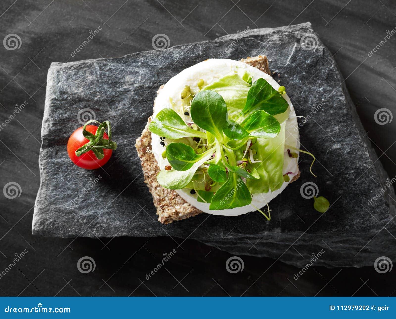 Mozzarella bruscheta from above