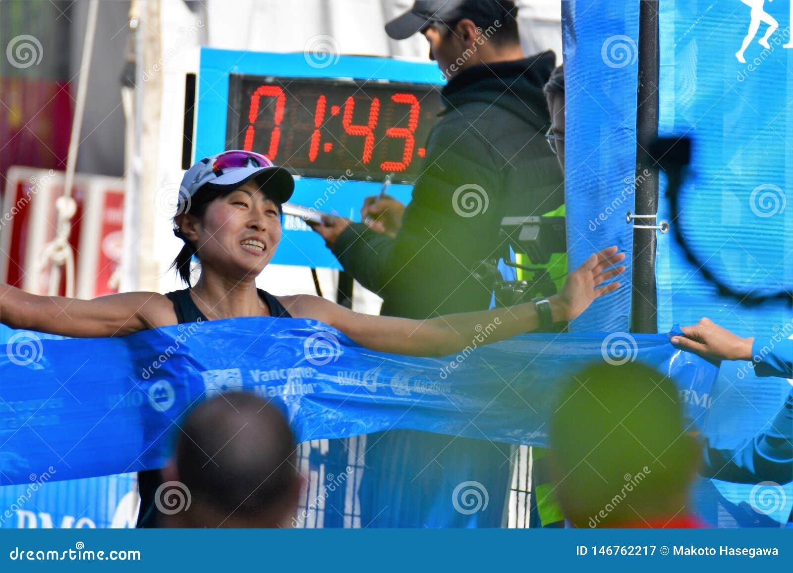 Ms. Yuko Mizuguchi won female 1st place at Vancouver marathon. Time is 02:41:28.0