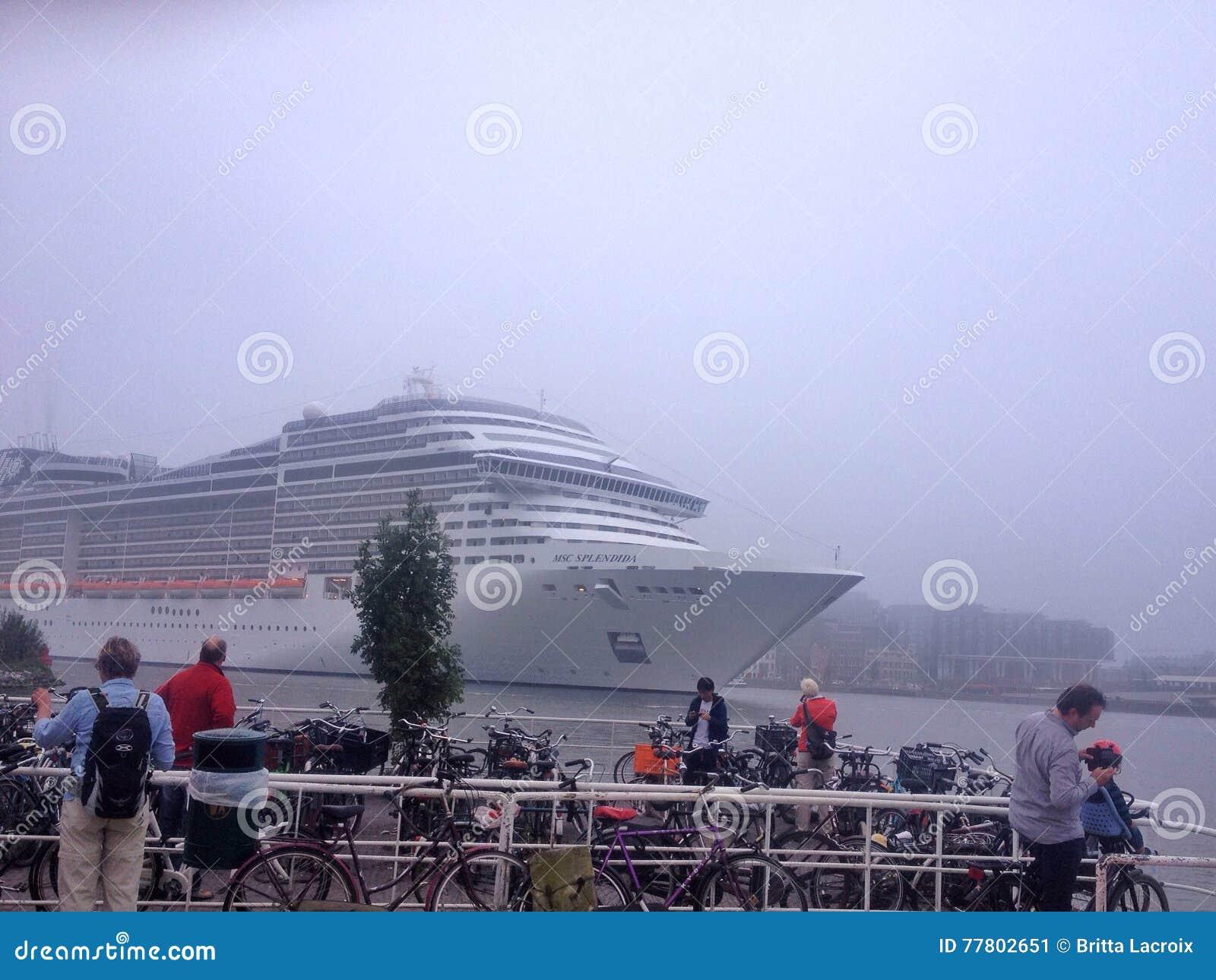 Msc van het cruiseschip splendida in Amsterdam