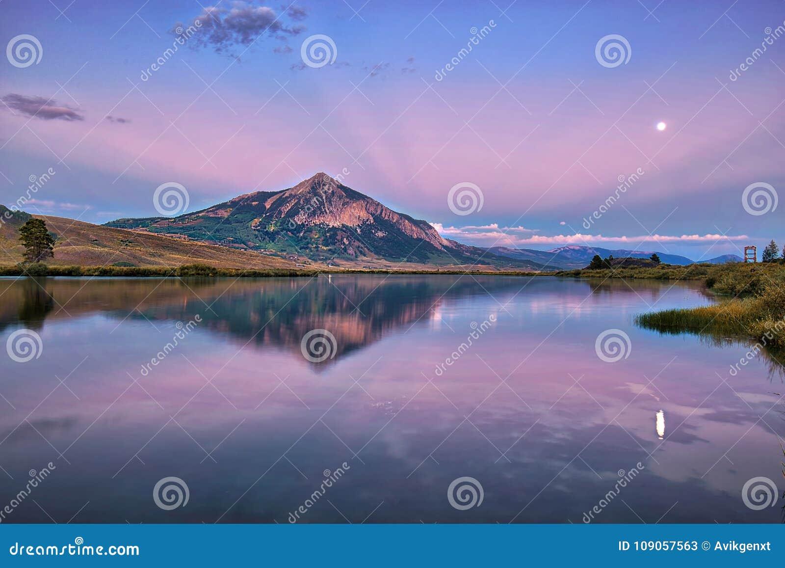 MT顶饰在科罗拉多,美国的秋季的小山
