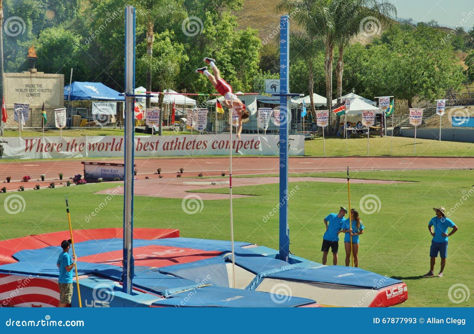 Mt 囊传递2015田径比赛,波兰人Valut 前在历史的Hilmer小屋体育场将举行