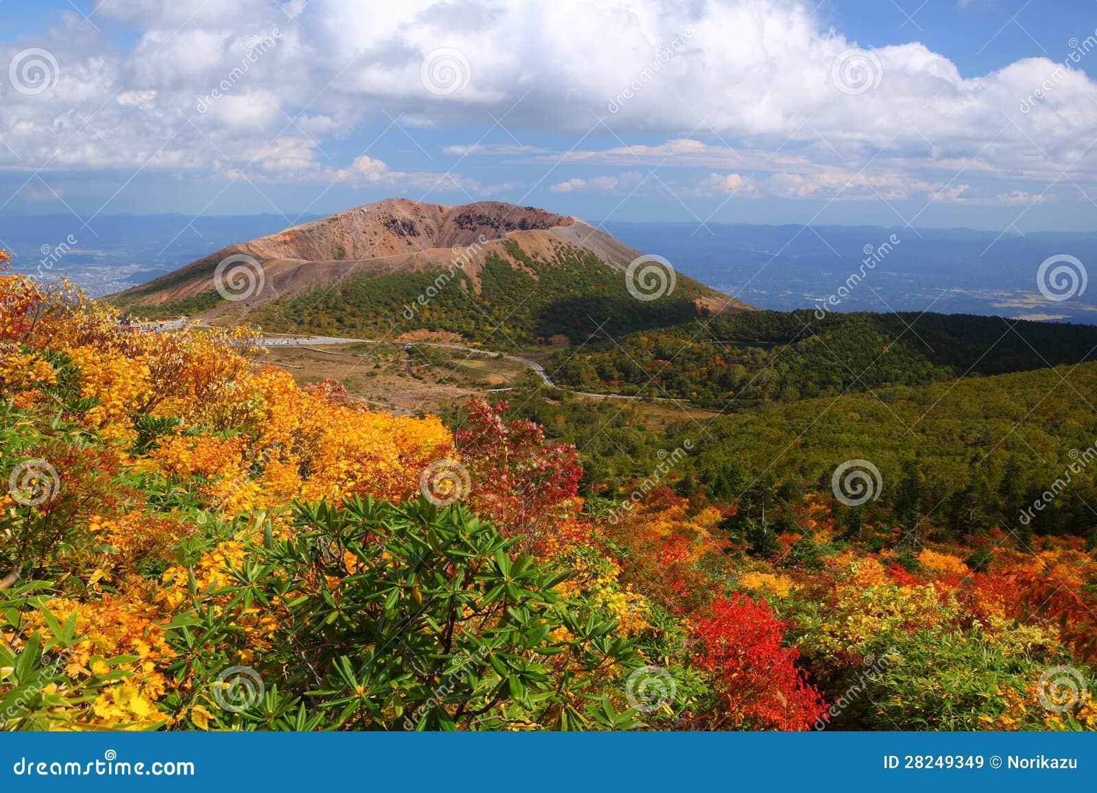 Mt. Azumakofuji des abgetönten Herbstes