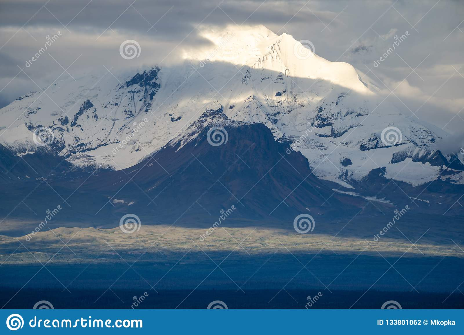 Close Up View Of Mt Drum In Wrangell St Elias National Park Ala Stock Photo Image Of Wrangell Highway 133801062