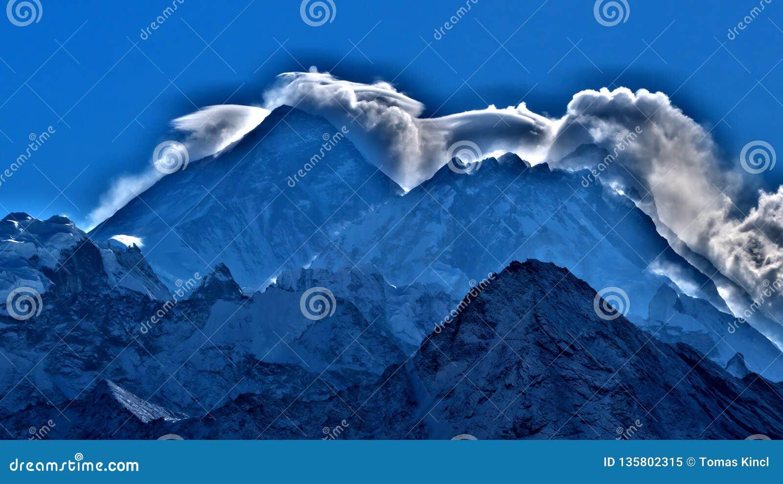 MT Everest, wolken over de hoogste piek in woeld