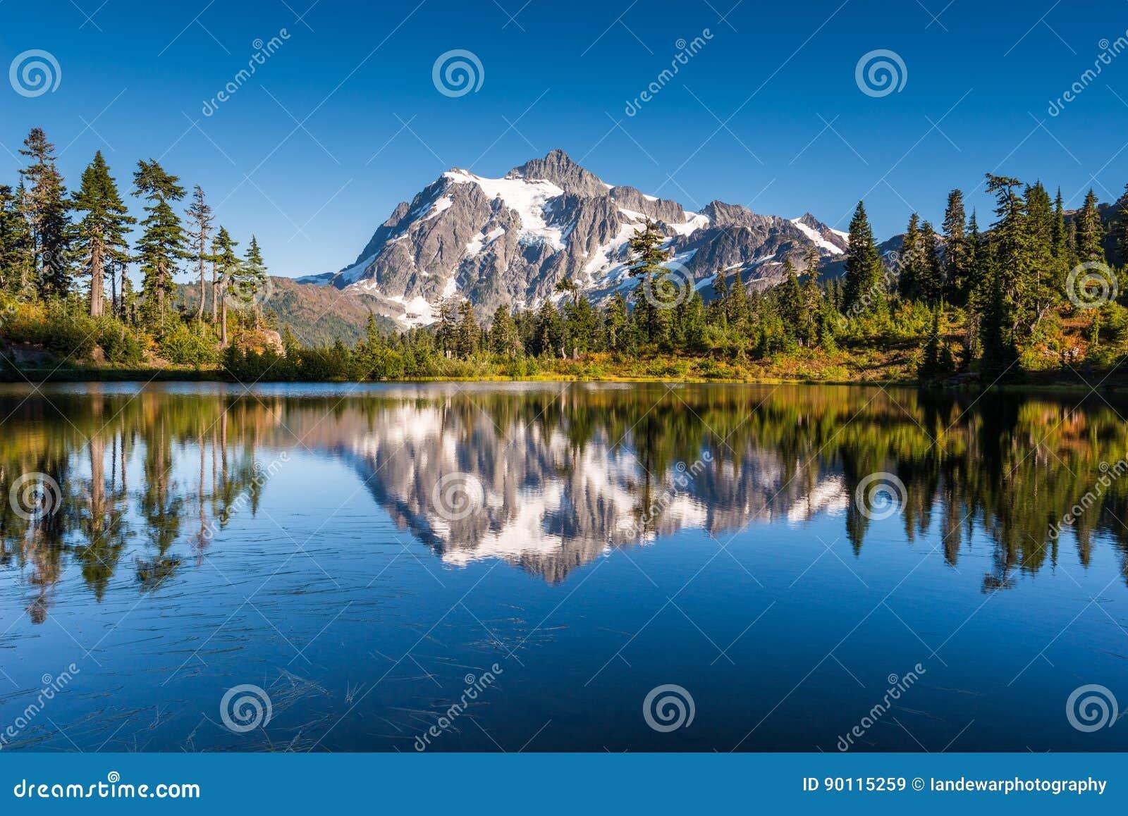Mt Shuksan在Picture湖反射