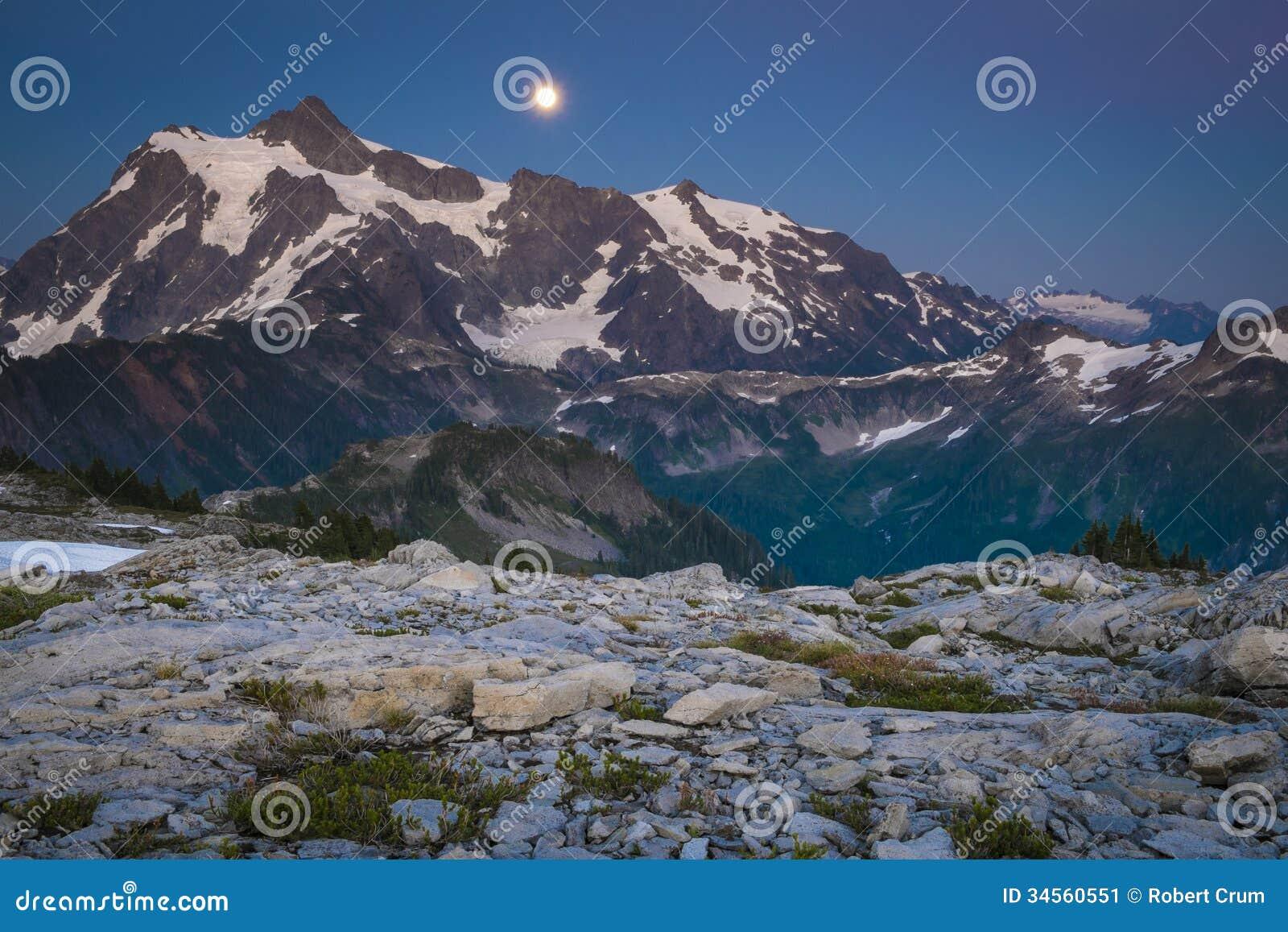 Mt Shuksan et l augmentation musardent, gamme de cascade de l état de Washington