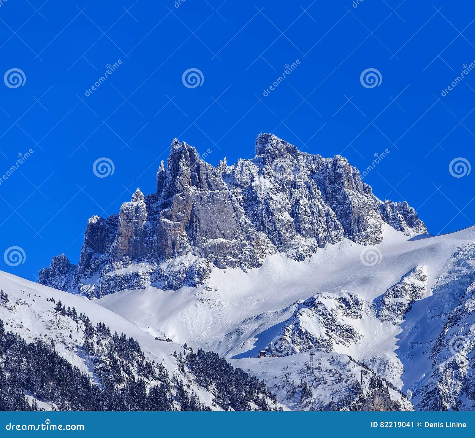 Mt Spannort bruto em Suíça no inverno