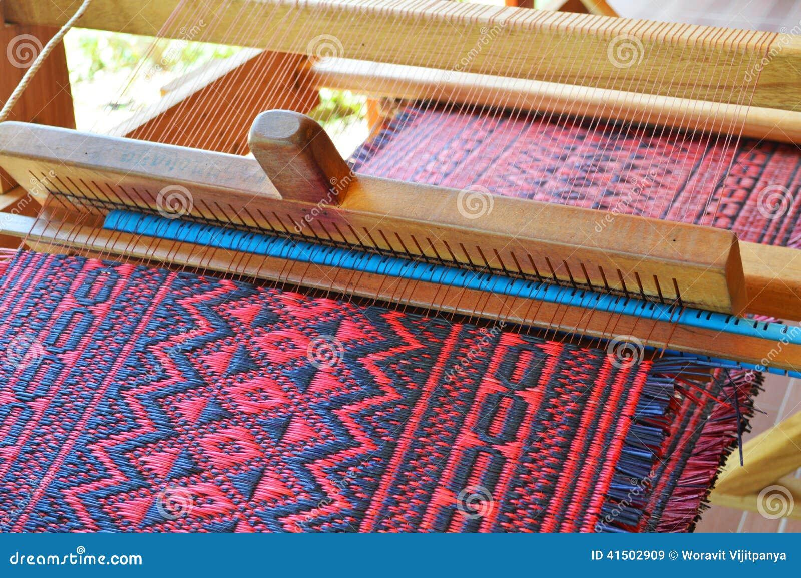 m tier tisser de tissage traditionnel photo stock image 41502909. Black Bedroom Furniture Sets. Home Design Ideas