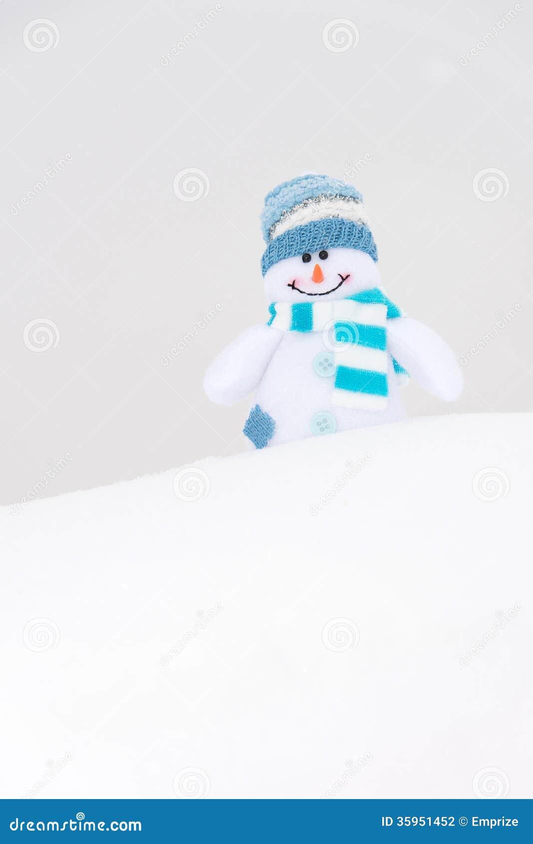 Muñeco de nieve feliz del invierno (espacio de la copia)