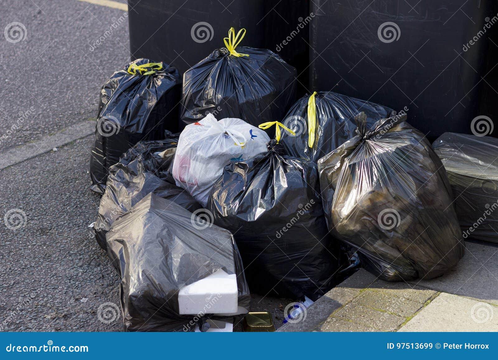 Mucchio delle borse di immondizia