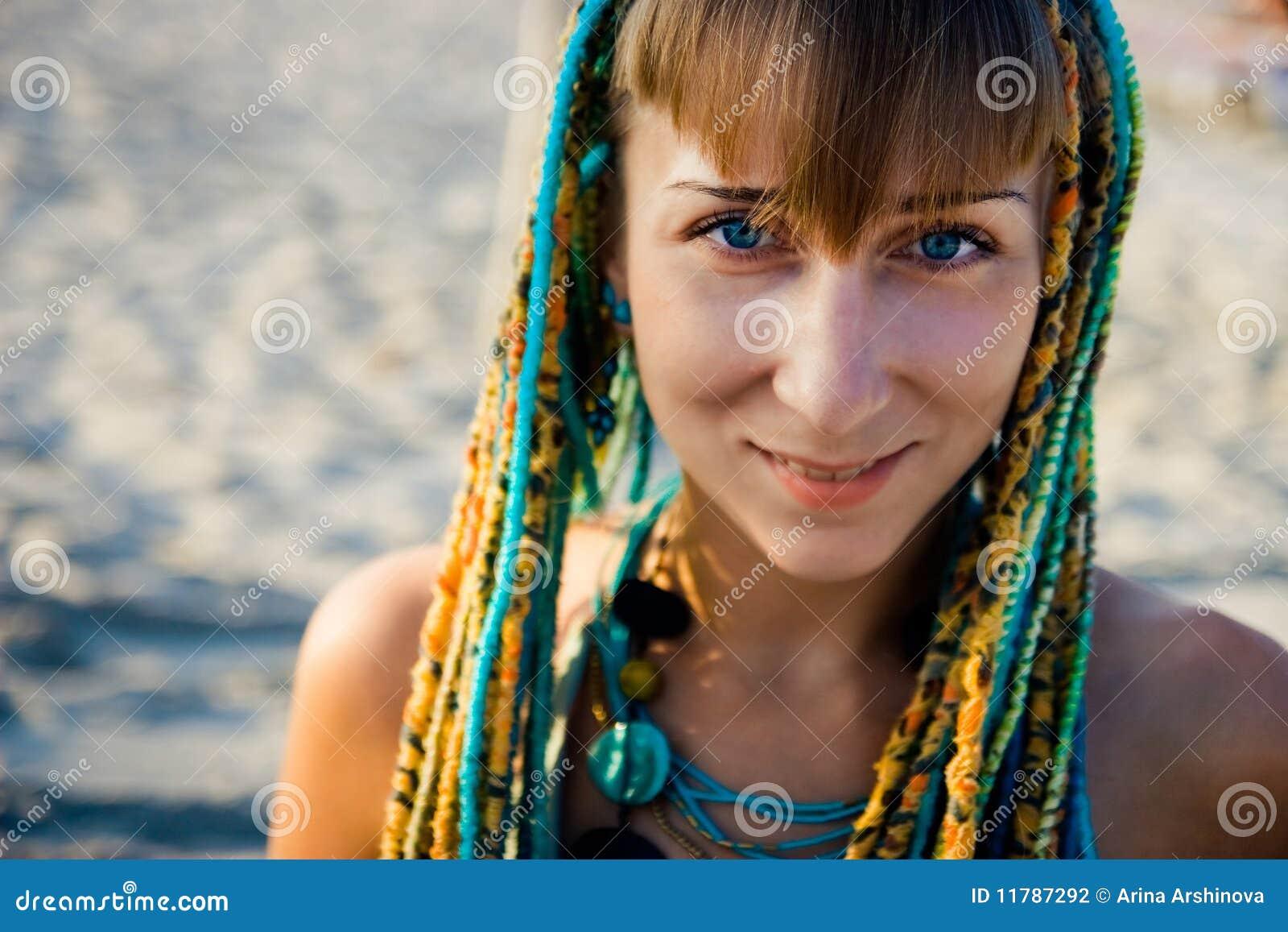 Muchacha étnica hermosa joven del estilo