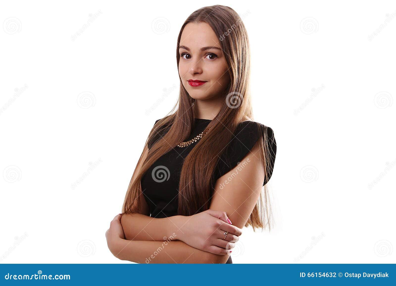 Muchacha adolescente de la sensualidad hermosa en vestido negro con de largo derecho