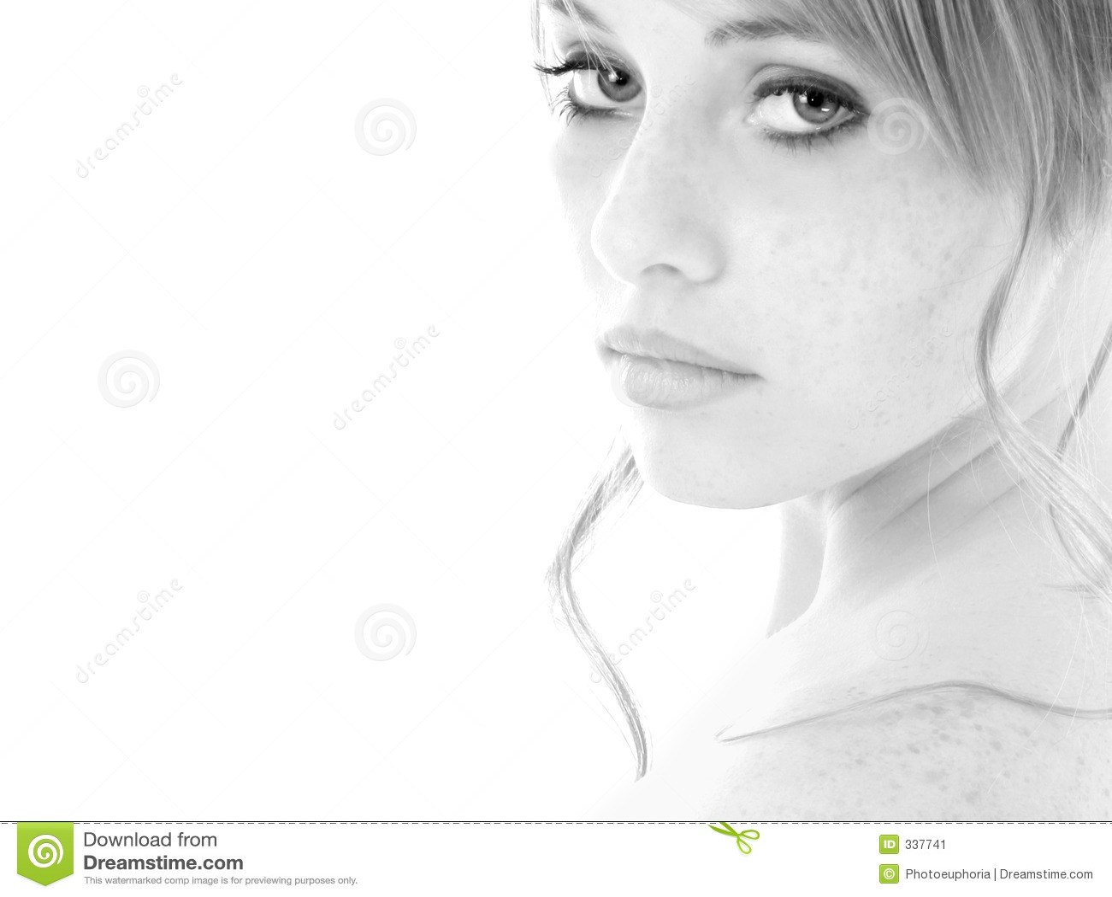 Muchacha adolescente del retrato blanco y negro