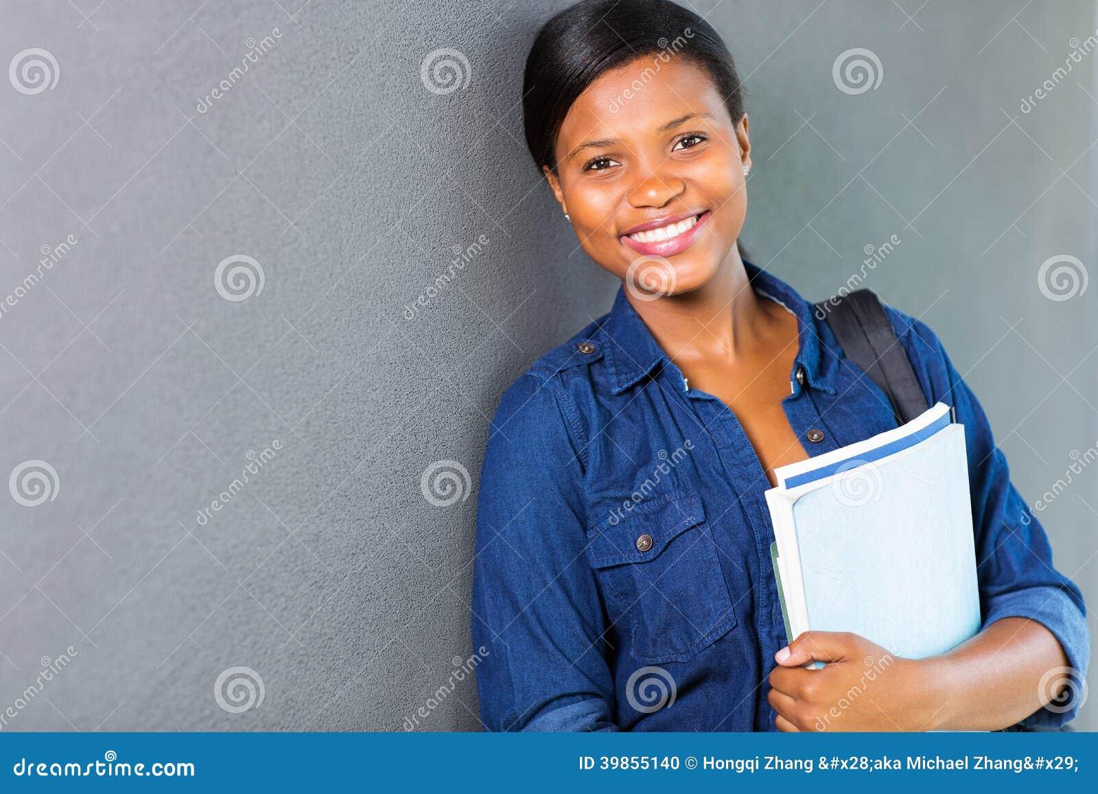 Muchacha africana de la universidad