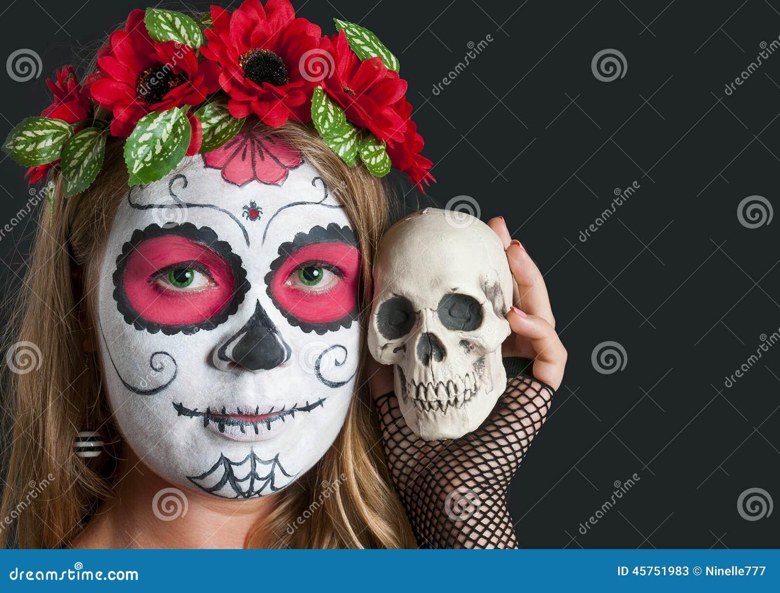 Muchacha Con La Máscara Del Maquillaje De Calavera Mexicana En El