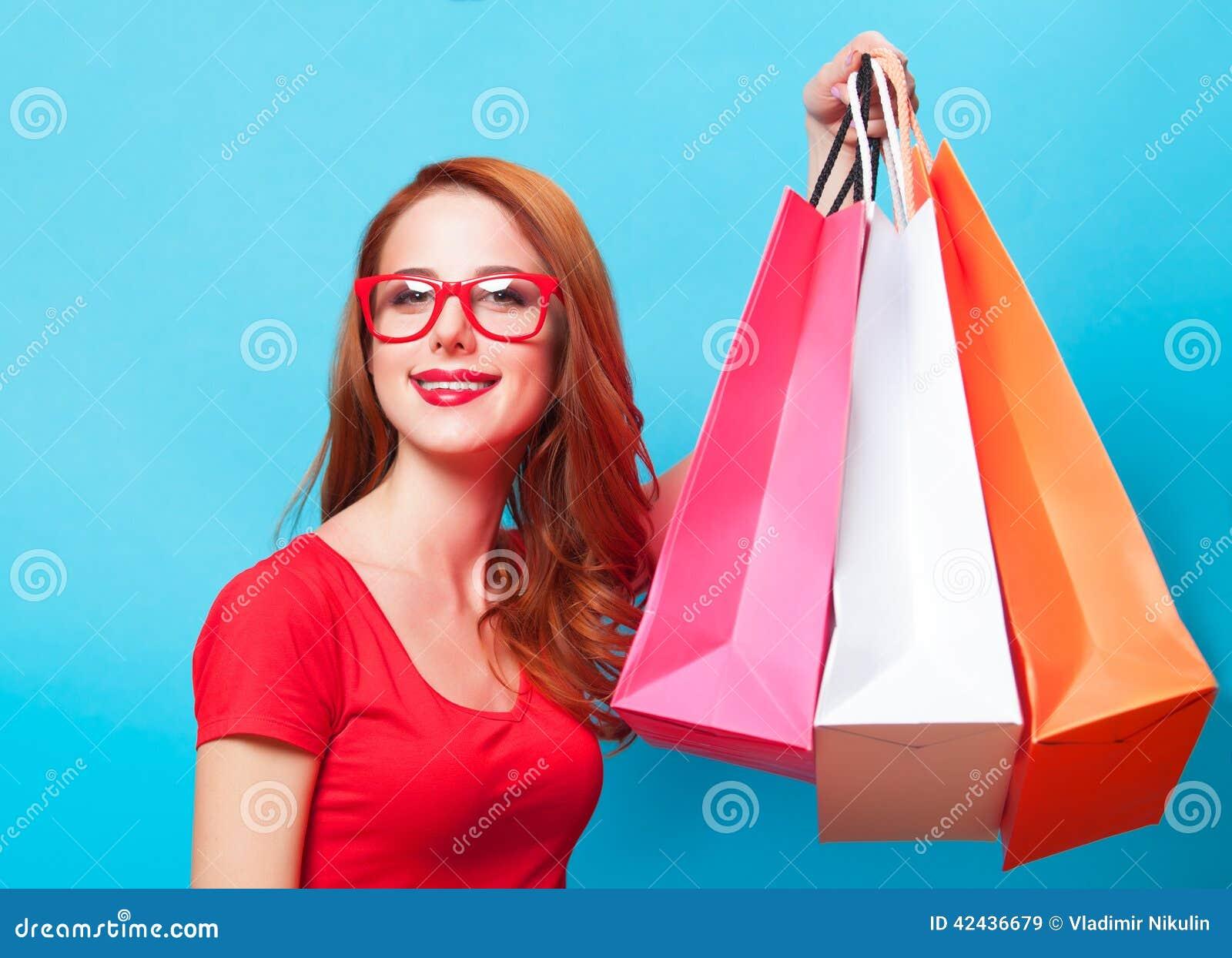Muchacha con los bolsos de compras - sally