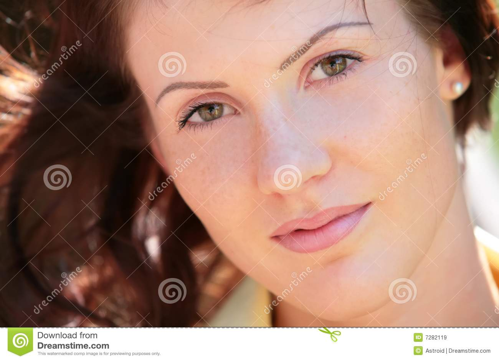 Muchacha con los ojos verdes