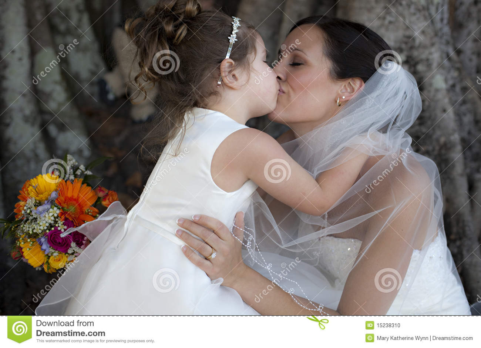Muchacha de la novia y de flor