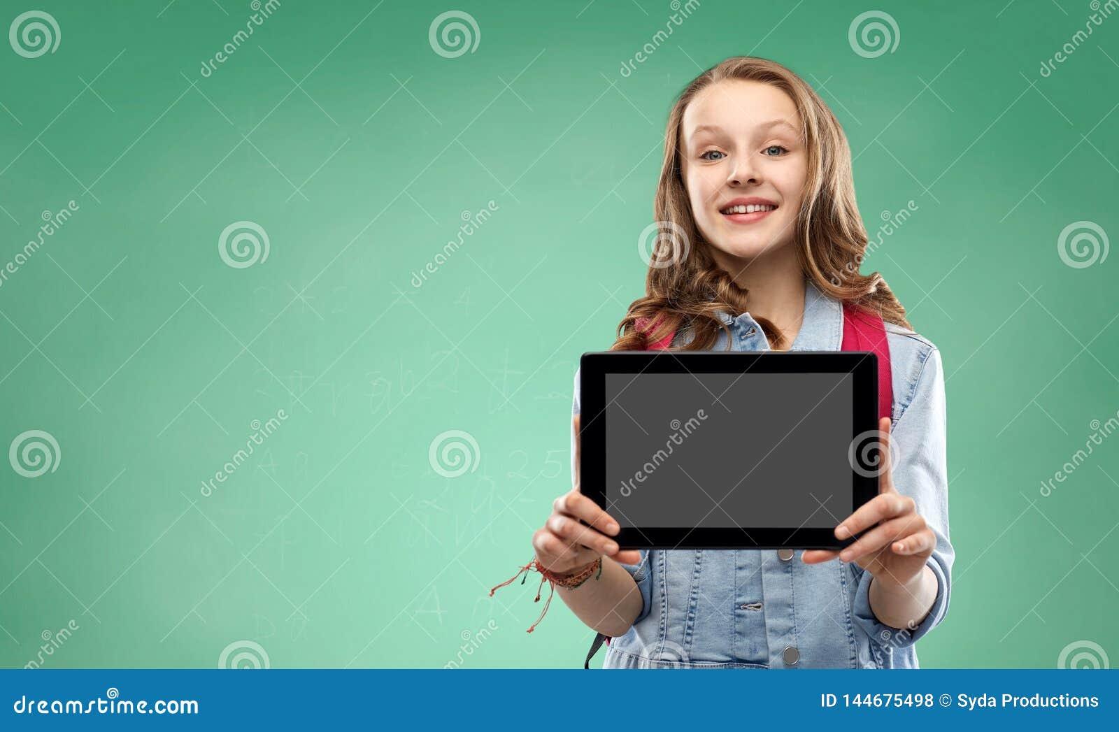 Muchacha del estudiante con el bolso y la tableta de escuela