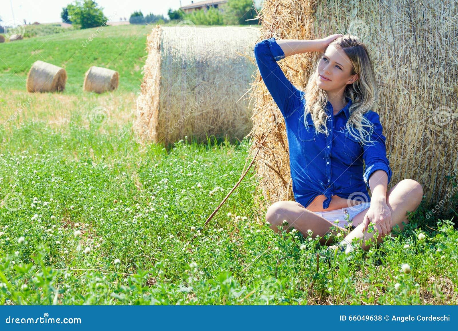Muchacha del país Mujer rubia natural