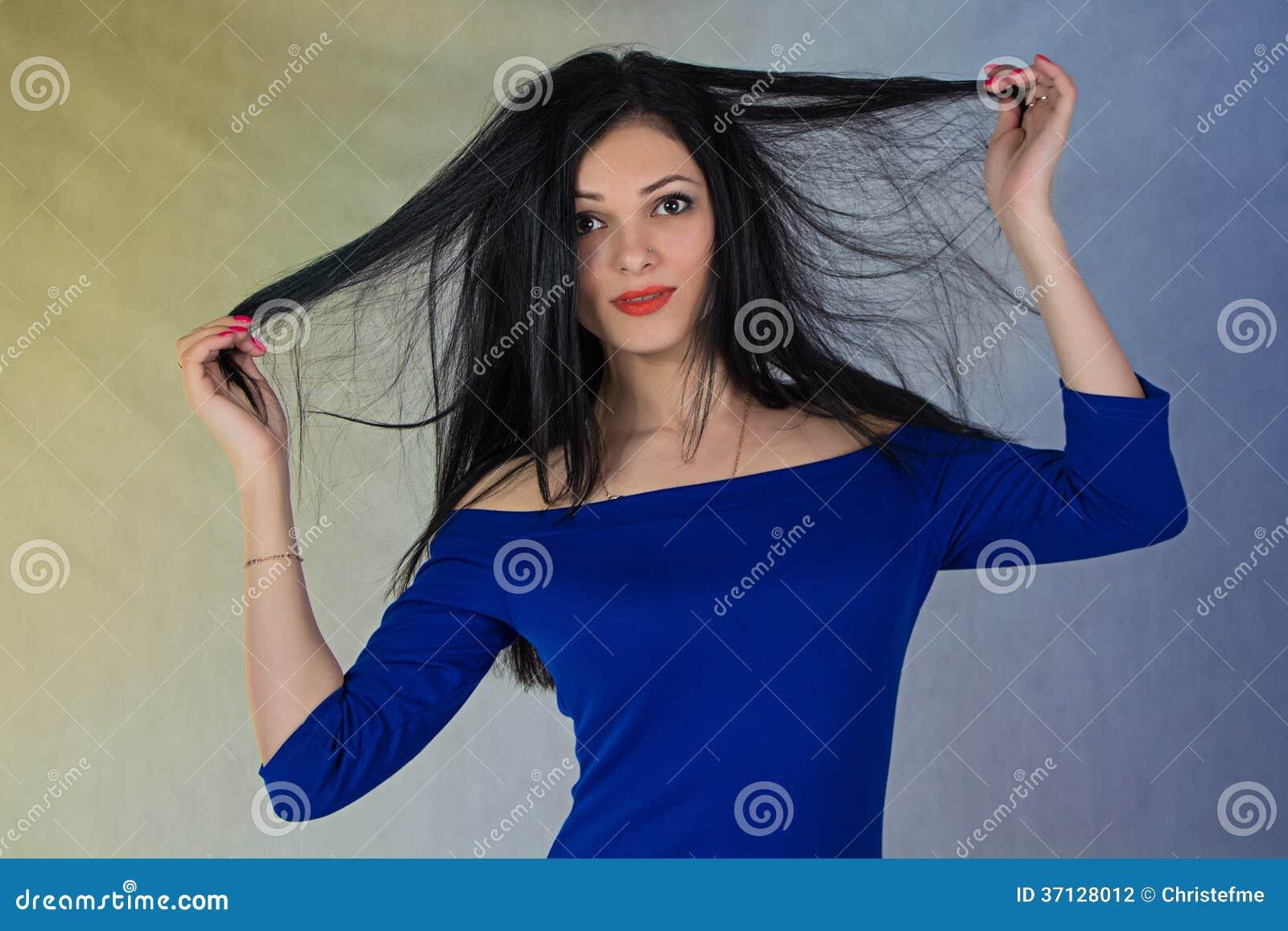 Muchacha en vestido azul
