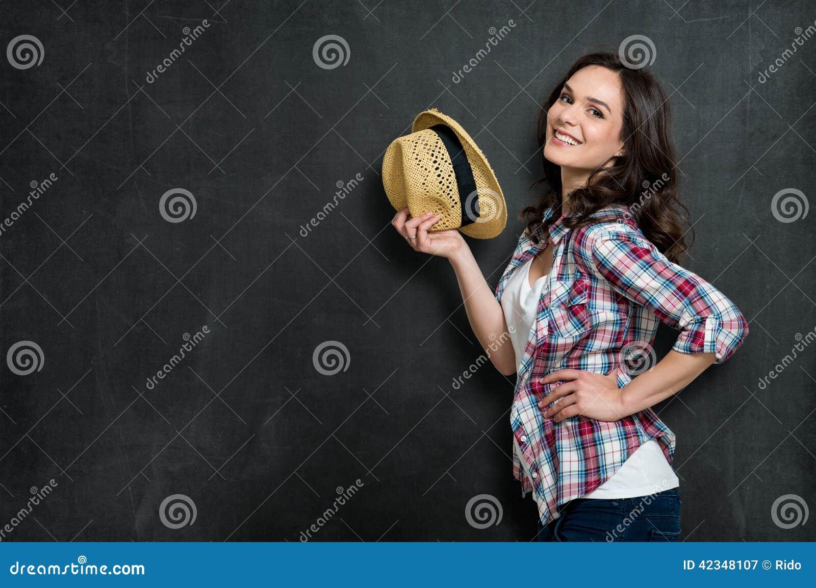 Muchacha feliz con el sombrero