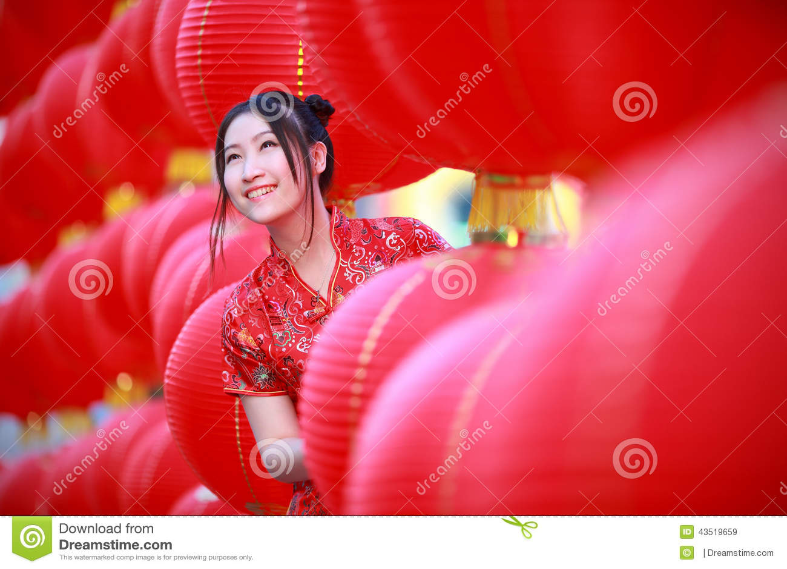 Muchacha Hermosa Asiática En Vestido Rojo Tradicional Chino Imagen ...