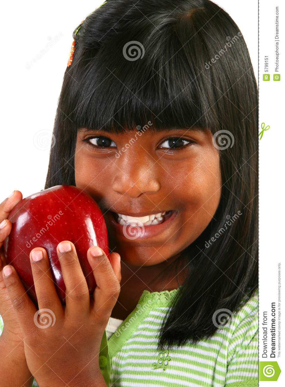 Muchacha india hermosa con Apple