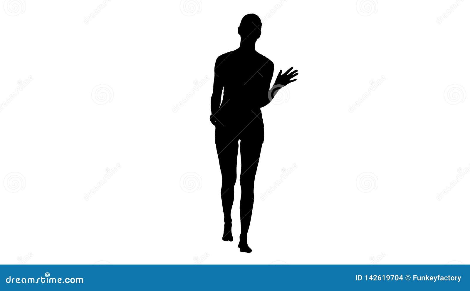 Muchacha o mujer rubia atractiva de la silueta en las bragas blancas y el top blanco que caminan y que hablan
