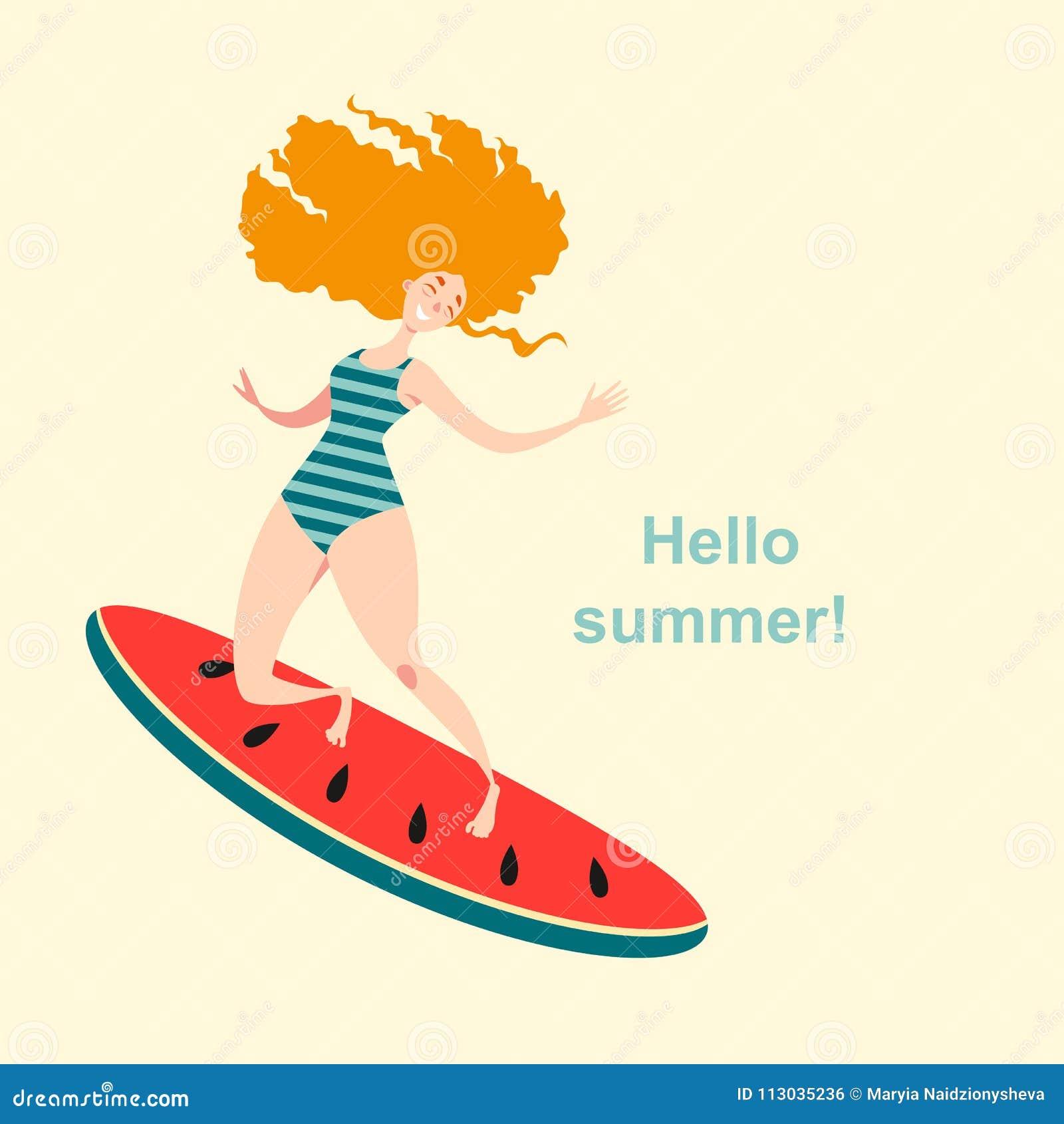 Muchacha pelirroja feliz en un traje de baño que practica surf