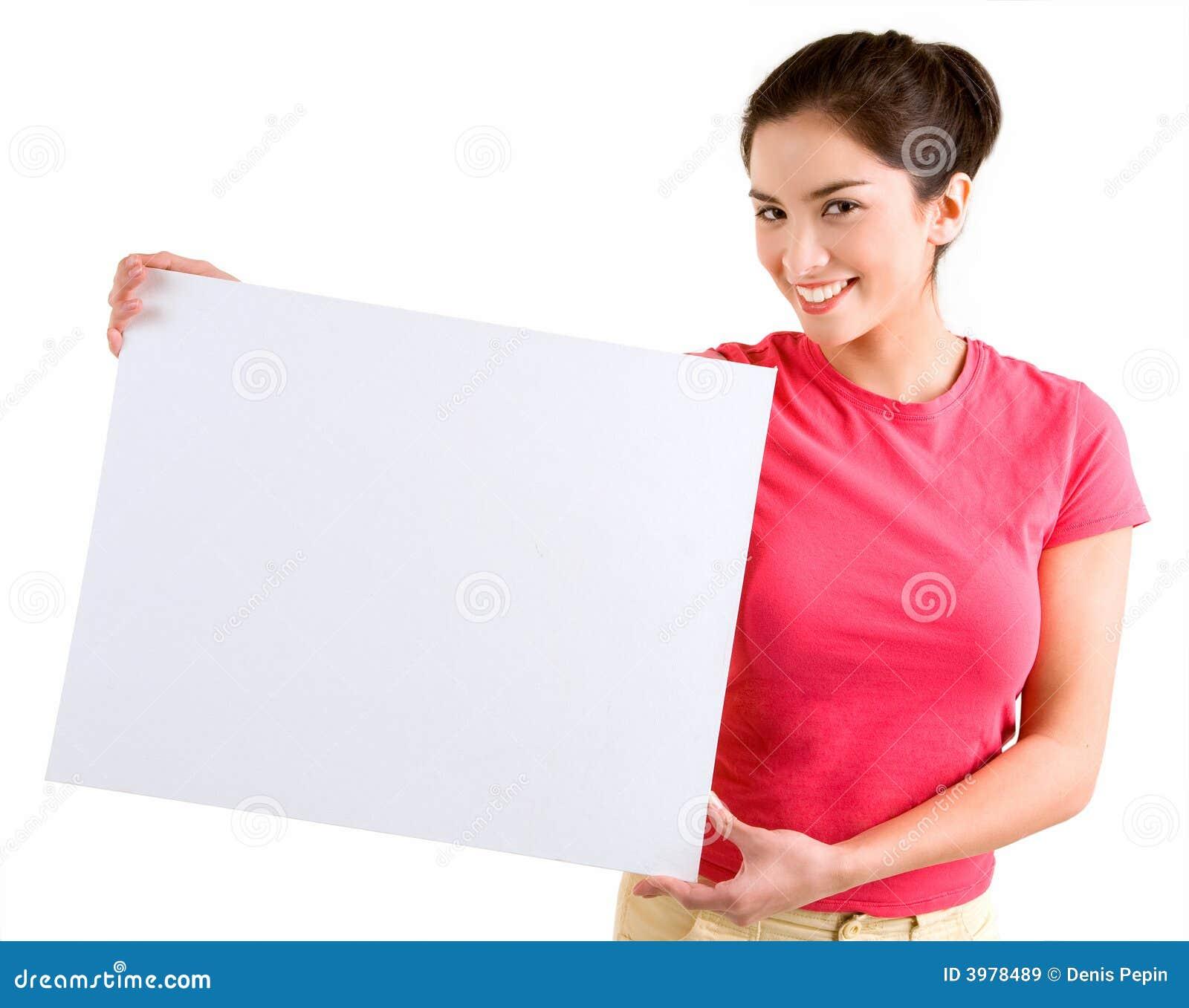 Muchacha que lleva a cabo una muestra blanca en blanco