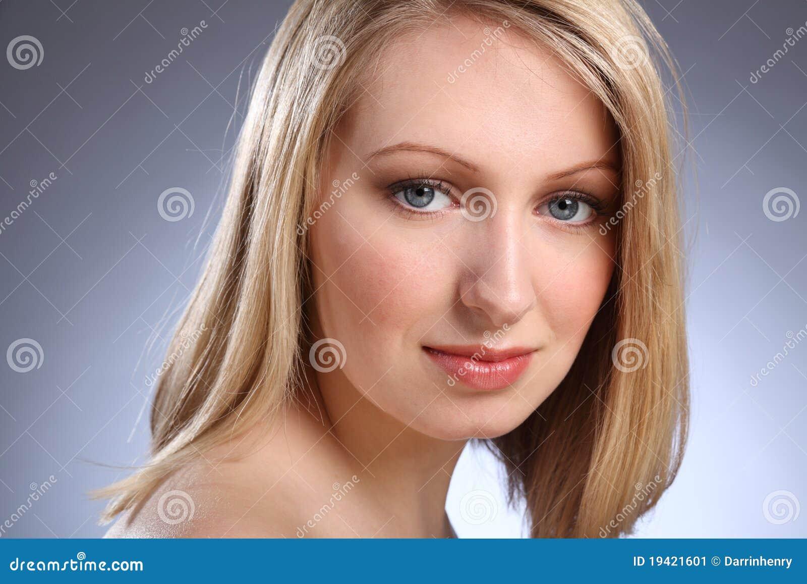 Las 10 famosas con los ojos ms bellos del mundo