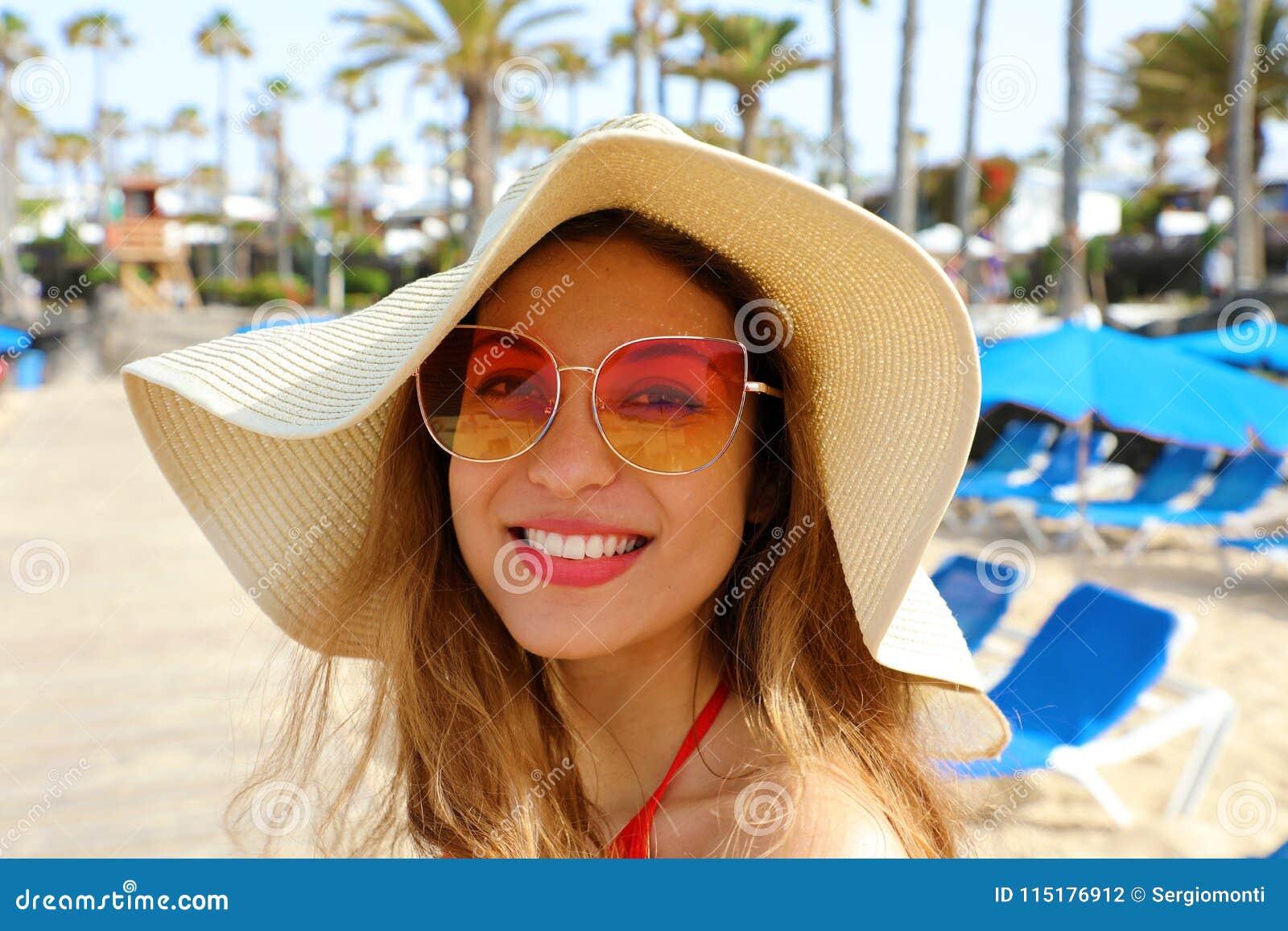 Mujer Moda Joven El De Muchacha Sonriente En La Playa Con rdtxQhsCBo