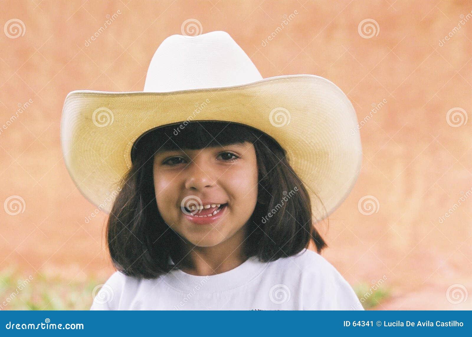 Muchacha y sombrero