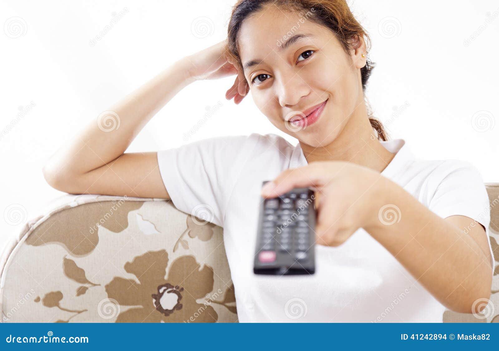 Muchacha y televisión