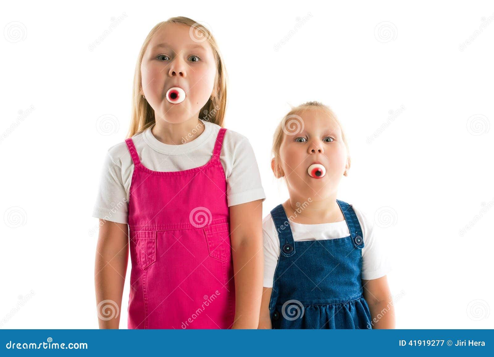 Muchachas con los ojos en sus bocas